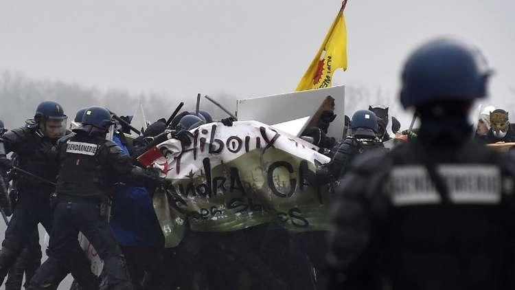 اشتباكات بين الشرطة ومحتجين ضد دفن النفايات النووية في فرنسا