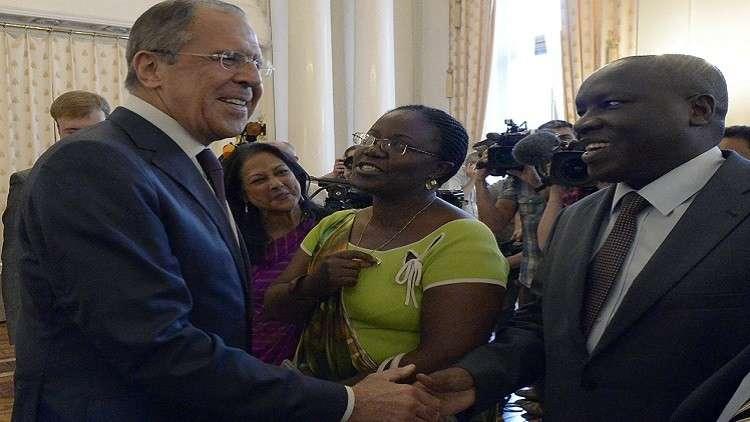 وزير الخارجية الروسي سيرغي لافروف مع سفراء أفارقة لدى موسكو (أرشيف)