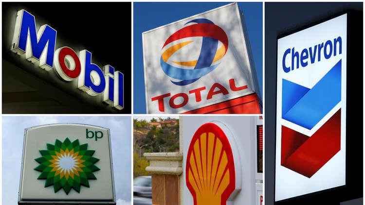 النفط يواصل مكاسبه إثر توقعات بزيادة الطلب