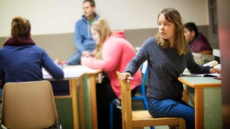 فرنسا نحو السماح بالعلاقات الجنسية من سن الـ15