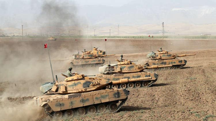 الجيش التركي والفصائل المدعومة منه يصلان إلى حدود عفرين السورية