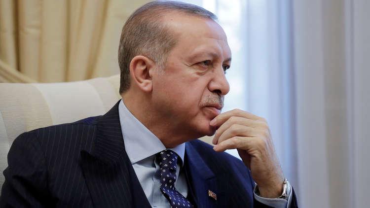 سياسية تركية تتوعد بإنهاء
