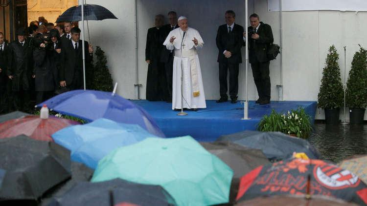 البابا فرنسيس يحث نشطاء كاثوليكيين على فتح ممرات إنسانية جديدة إلى إيطاليا