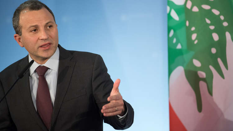 باسيل يطلب من سفير السعودية إقناع قيادة المملكة برفع تحذير سفر مواطنيها للبنان