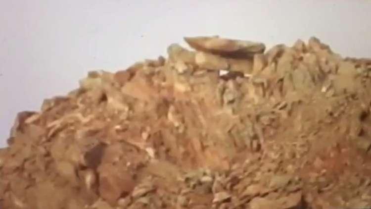 مشهد يعتقد أنه يرصد إصابة قناص في منطقة وعرة على يد جندي سعودي!