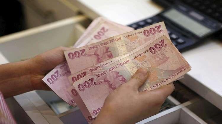 الليرة التركية تهبط لمستوى قياسي