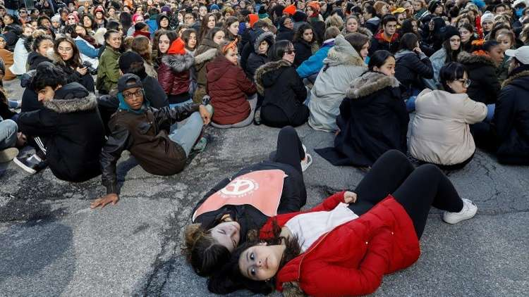 مظاهرات حاشدة في الولايات المتحدة لتقييد حمل السلاح