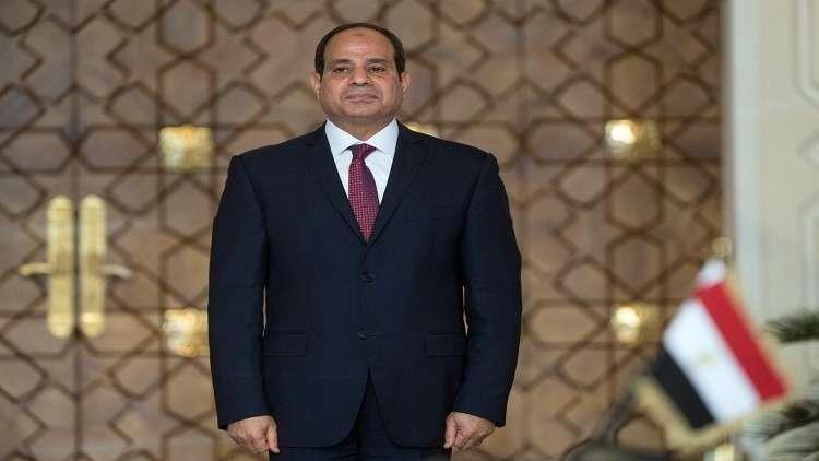 السيسي يحتضن طفلين من أبناء قتلى القوات المسلحة المصرية