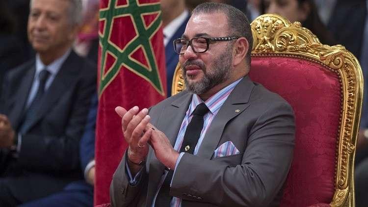 العاهل المغربي يتجول في شوارع باريس