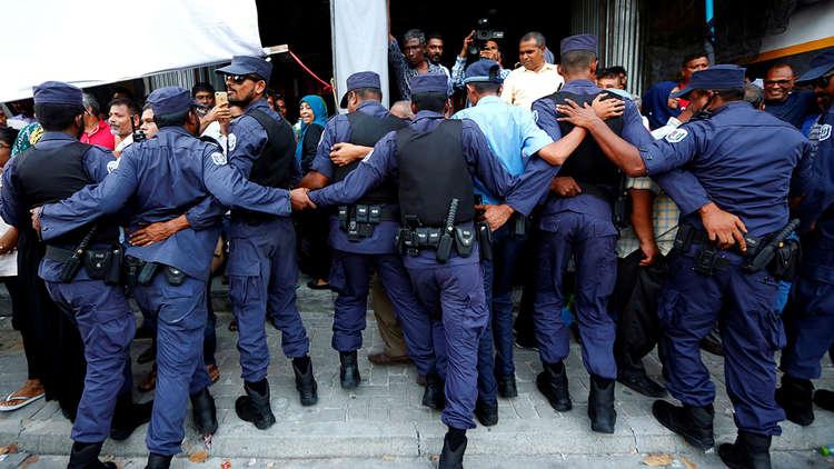 السلطات المالديفية تحتجز عشرات المعارضين بموجب قانون الطوارئ