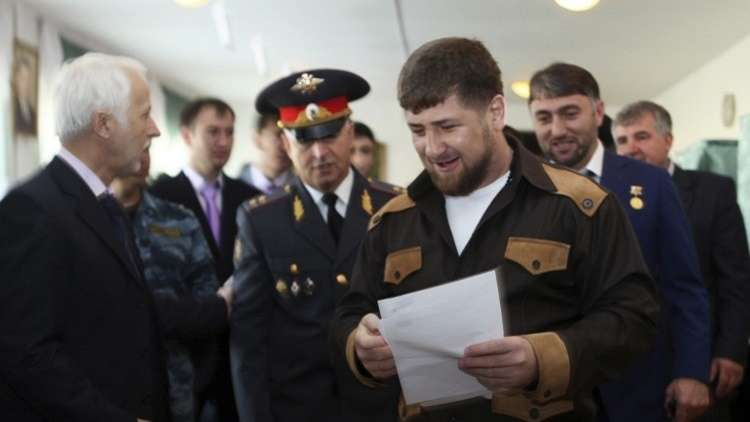 قديروف يصوت بصحبة والدته في الشيشان