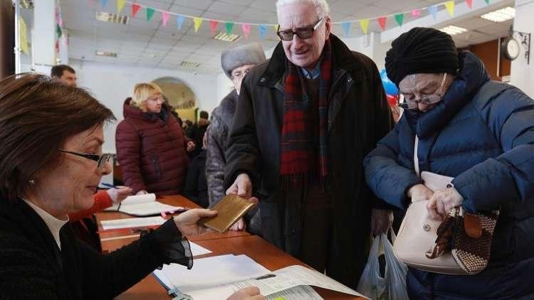 إقبال كبير للناخبين على مراكز الاقتراع في موسكو