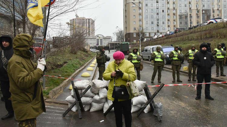 رغم المنع.. مئات الروس يدلون بأصواتهم في أوكرانيا