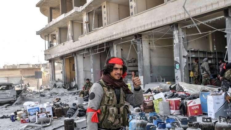 أ ف ب: مسلحون موالون لتركيا يسطون على الممتلكات الخاصة في عفرين (صور)