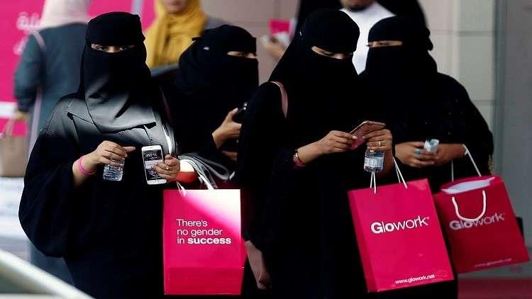بن سلمان: المرأة السعودية غير مجبرة على ارتداء غطاء رأس أوعباءة سوداء