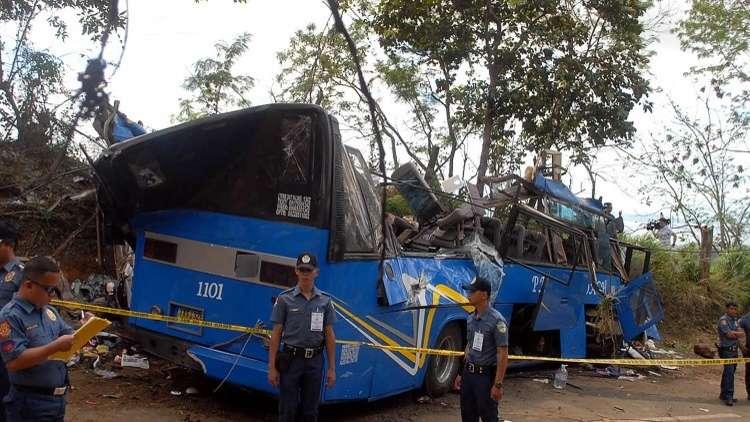الفلبين.. 19 قتيلا على الأقل في سقوط حافلة عن أحد الجسور