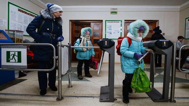 إصابة 7 تلاميذ استهدفتهم زميلتهم بمسدس ضغط في إحدى مدارس روسيا