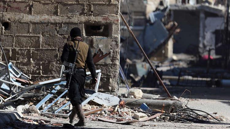 نقل نحو 1500 مسلح و6000 من أفراد عوائلهم من حرستا إلى إدلب