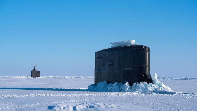 غواصة أمريكية وقعت في أسر جليد القطب الشمالي