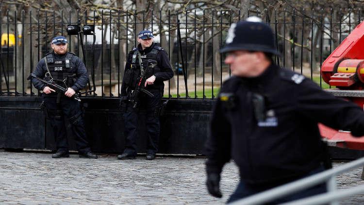 الشرطة البريطانية تطوق مبنى في لندن بعد تلقيها بلاغا عن وجود مركبة مشبوهة