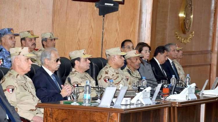 السيسي يقوم بجولة تفقدية للجيش في سيناء