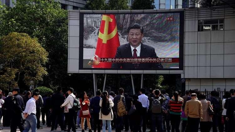 الصين تمنع الضحك والمزح في التلفزيون والإنترنت