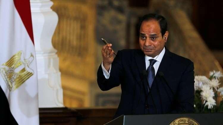 السيسي يكرم السفير السعودي السابق في مصر بمناسبة انتهاء فترة عمله