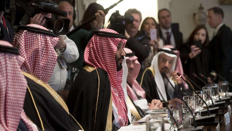 سعوديون يتساءلون: متى يجد محمد بن سلمان وقتا للنوم؟