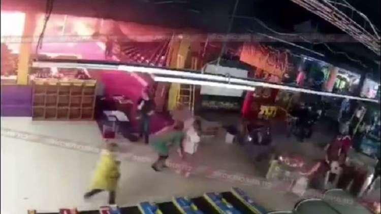 فيديو من داخل المركز التجاري.. لحظات رعب والنيران انتشرت خلال 25 ثانية!!