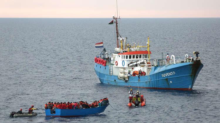 بعد إنقاذها 200 مهاجر.. إيطاليا تحتجز سفينة لمؤسسة إغاثية إسبانية