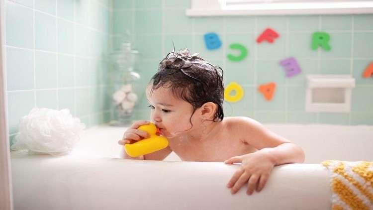 ألعاب استحمام الأطفال تهدد حياتهم!