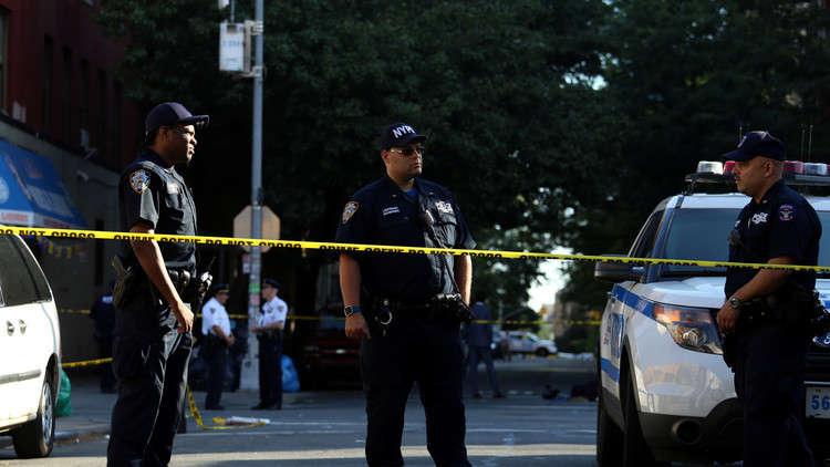 بالصور والفيديو.. متظاهرون يقتحمون بلدية أمريكية احتجاجا على مقتل شاب أسود برصاص الشرطة