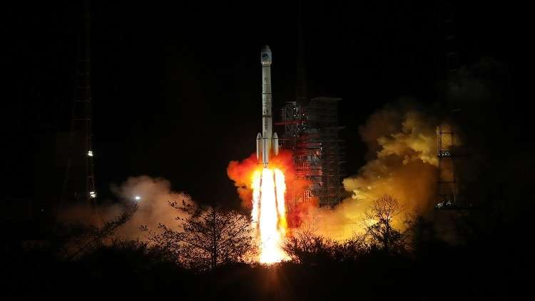 الصين تطلق قمرين اصطناعيين للملاحة الفضائية
