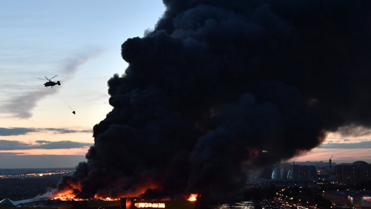 حريق ضخم في مستودع بمدينة فلاديفوستوك الروسية