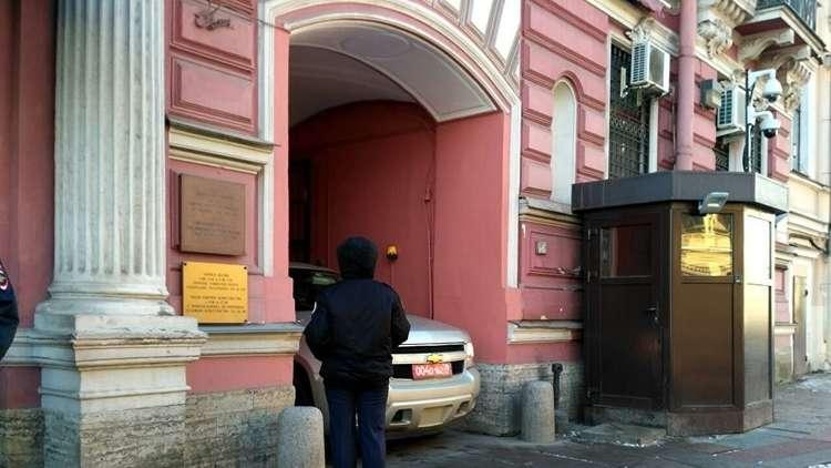 الدبلوماسيون الأمريكيون يحزمون أمتعتهم في بطرسبورغ