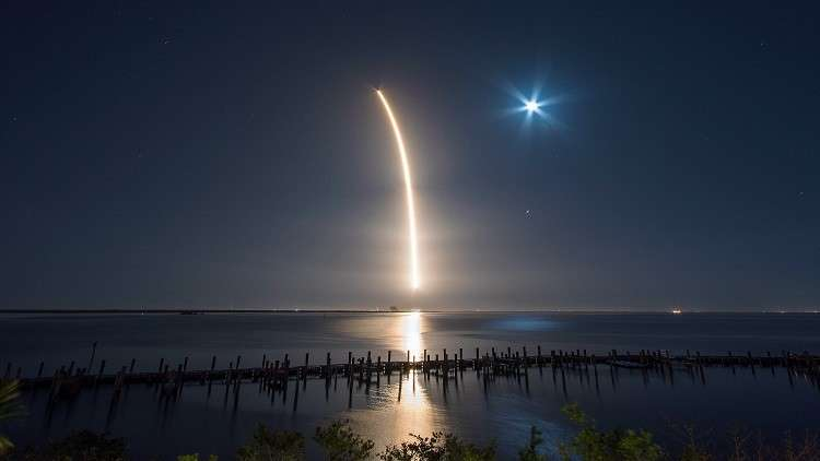 سبيس إكس تطلق أسطولا يزود الأرض بالإنترنت عالي السرعة