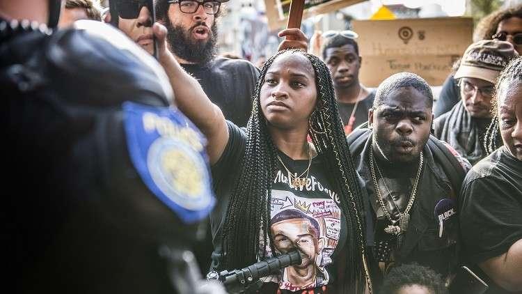 احتجاجات في كاليفورنيا على مقتل شاب أعزل برصاص الشرطة