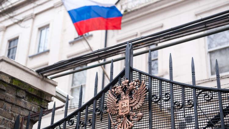 السفارة الروسية في لندن توصي رعاياها بالامتناع عن السفر إلى بريطانيا
