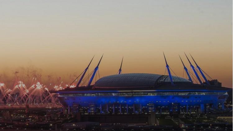 فن التصوير في اللحظة المناسبة يظهر ملعب كرة قدم كصحن طائر عملاق (صورة)