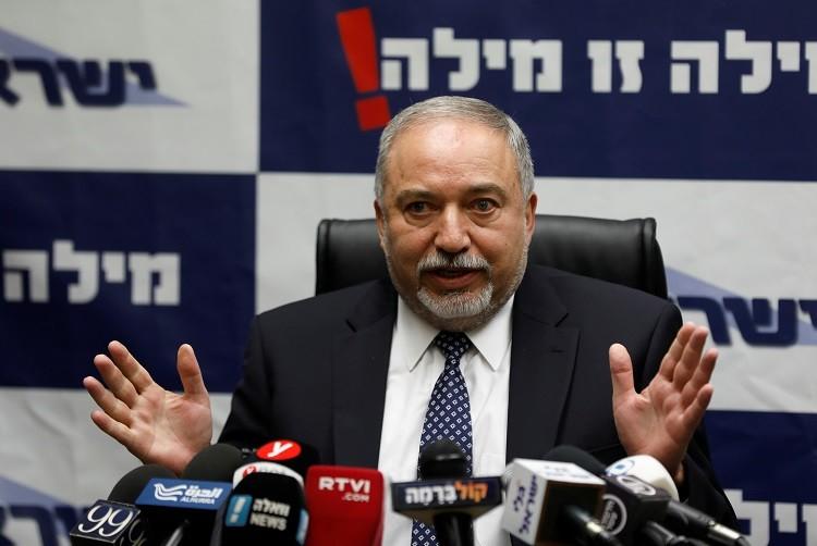 ليبرمان يهدد بالانسحاب من الحكومة الإسرائيلية