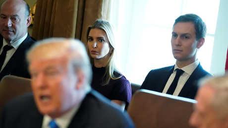 دونالد ترامب وخلفه ابنته إيفانكا وزوجها كوشنير
