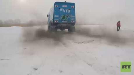 عرض لشاحنة كاماز ماستر على مسار ثلجي
