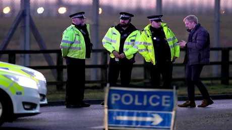 أرشيف - عناصر من الشرطة البريطانية في مهمة