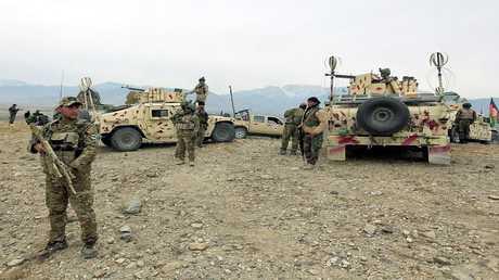 أرشيف - جنود من الجيش الأفغاني في مهمة