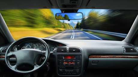 السيارات ذاتية القيادة ترى الخطر المختبئ وراء الزوايا بفضل الليزر