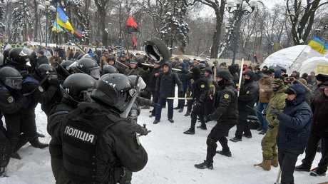 اشتباكات بين الشرطة والمتظاهرين في كييف. فبراير عام 2018