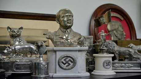 أرشيف - تمثال نصفي لأدولف هتلر، بوينس آيرس