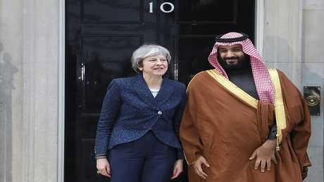 رئيسة الوزراء البريطانية تيريزا ماي، وولي العهد السعودي محمد بن سلمان