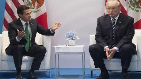 الرئيس الأمريكي دونالد ترامب ورئيس المكسيك إنريكي بينيا نييتو خلال لقائهما على هامش قمة العشرين في هامبورغ - 7 يوليو 2017 -
