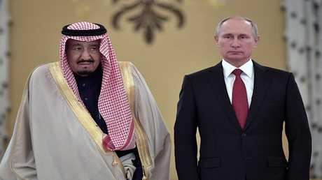 أرشيف - الرئيس الروسي فلاديمير بوتين والعاهل السعودي الملك سلمان بن عبد العزيز